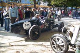 Bugatti n°103 dans les stands