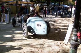 Bugatti n°107 dans les stands