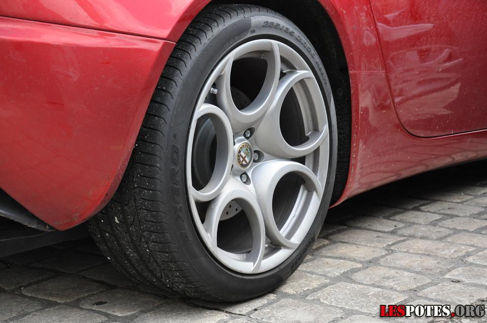 Photographie Alfa Romeo 8C, pneu