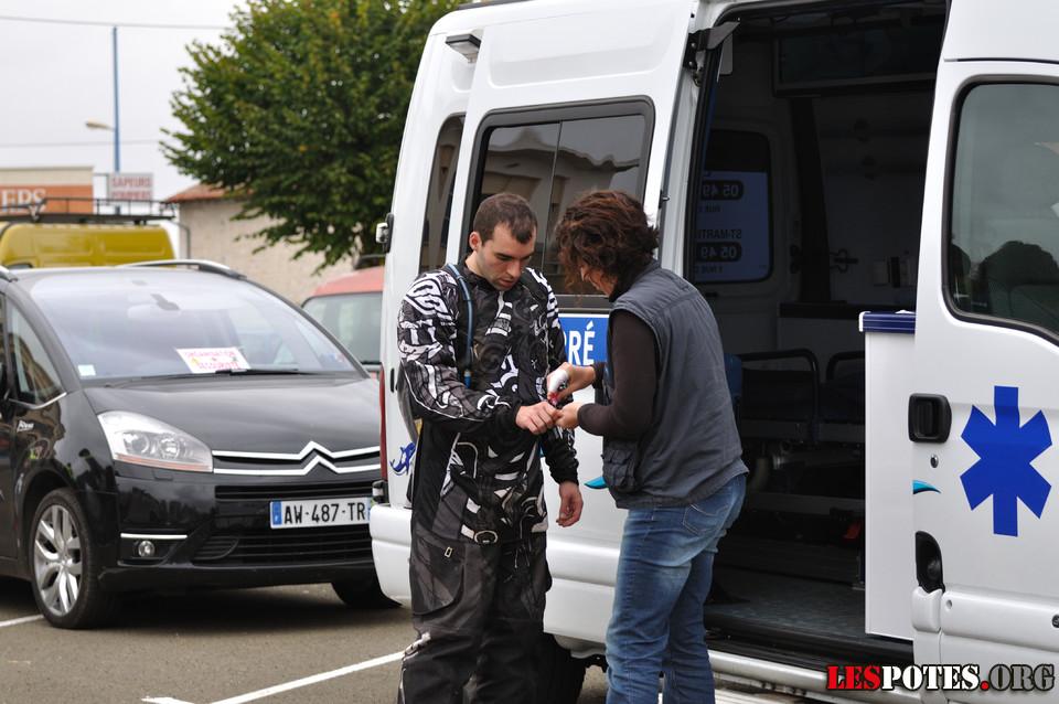 Photographie Ludovic avec l'ambulance