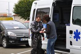Ludovic avec l'ambulance