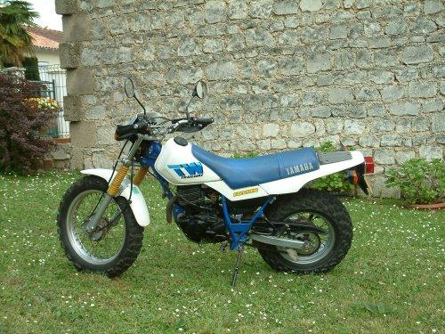 Photographie : 2 TW 200 Yamaha 1 de 1990 et l'autre de 1994